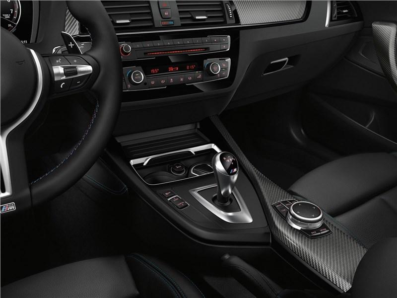 BMW M2 Coupe 2018 управление трансмиссией