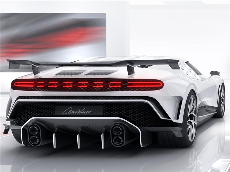 Bugatti Centodieci 2020 вид сзади