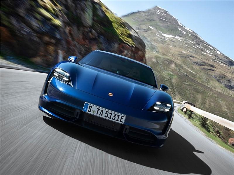 Porsche Taycan 2020 вид спереди