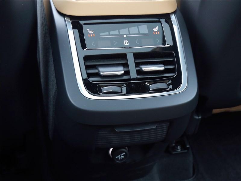 Volvo XC90 2020 климат для второго ряда