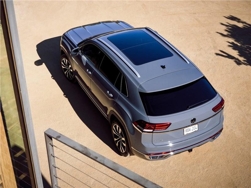 Volkswagen Atlas Cross Sport 2020 вид сзади сверху