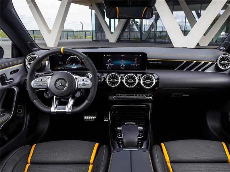 Mercedes-Benz CLA AMG 2020 салон