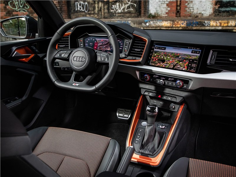 Audi A1 Citycarver 2020 салон