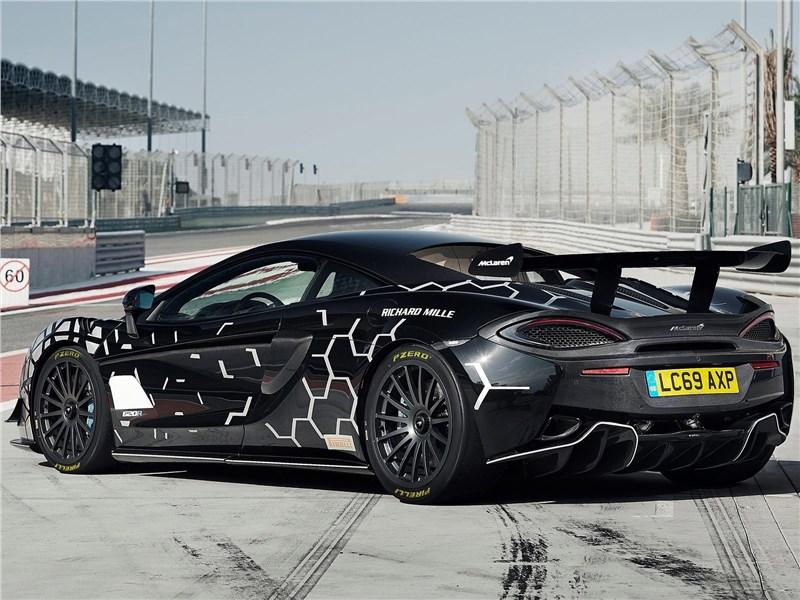 McLaren 620R 2020 вид сзади