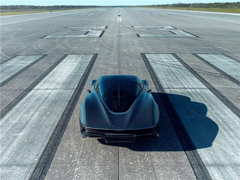 McLaren Speedtail 2020 вид сзади
