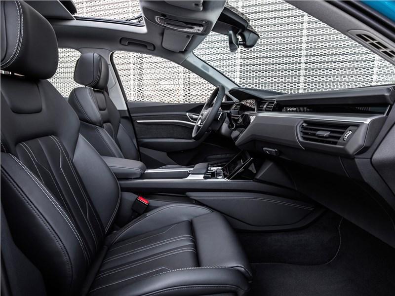 Audi e-tron 2020 передние кресла