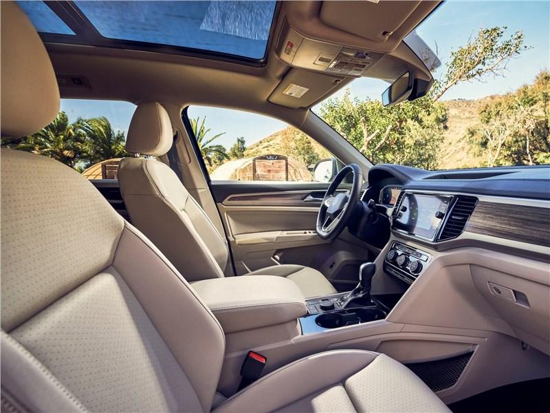 Volkswagen Atlas 2021 передние кресла