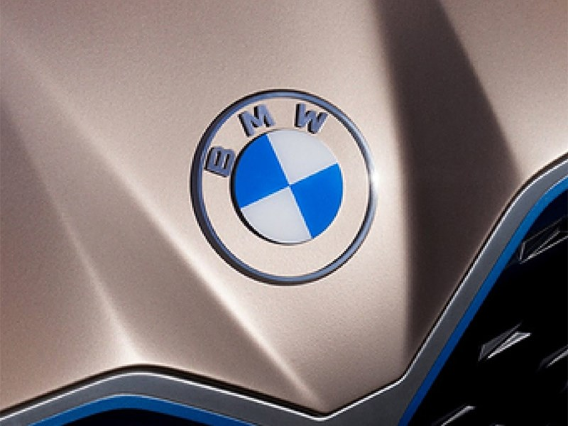 В BMW рассказали о значениях своего нового логотипа