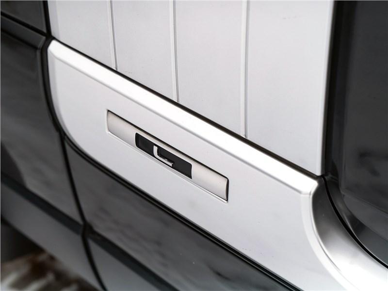 Range Rover LWB 2014 буква L на кузове