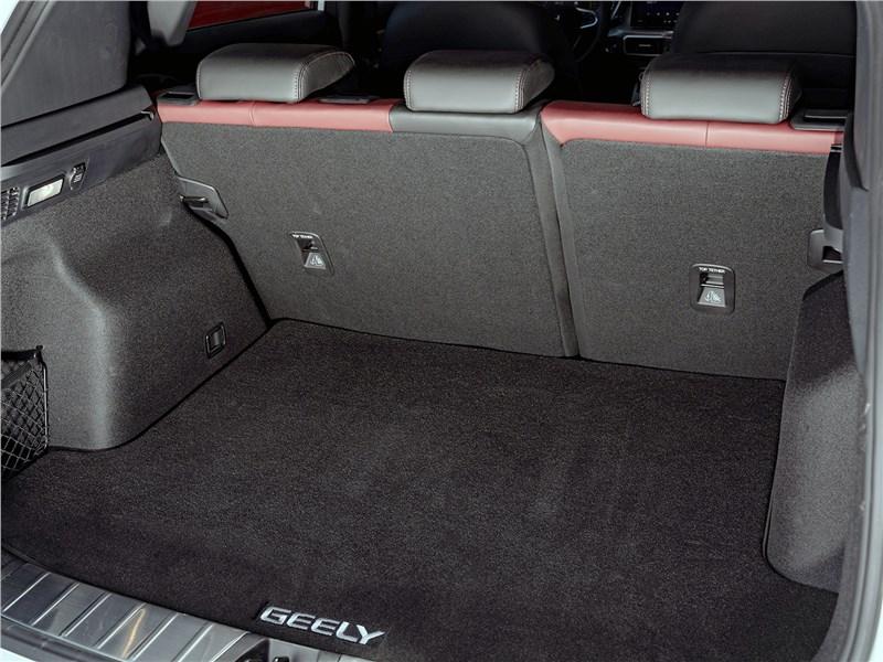 Geely Coolray 2020 багажное отделение