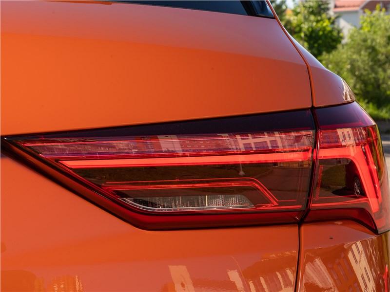 Audi Q3 2019 задний фонарь