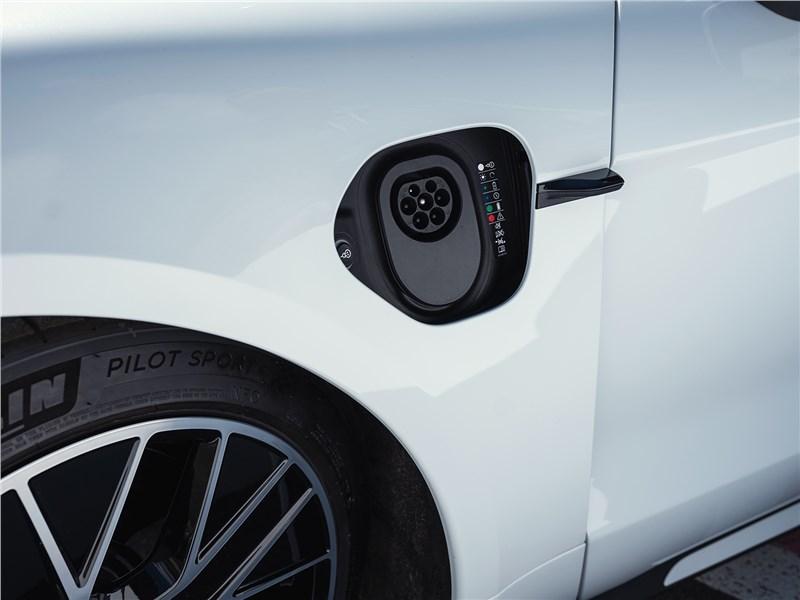 Porsche Taycan 2020 гнездо для зарядки