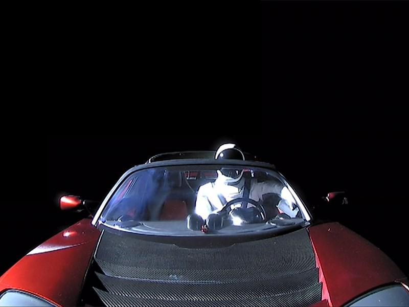 Электрокар Tesla долетел до Марса