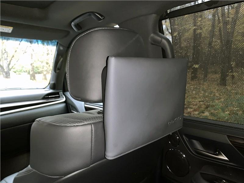 Lexus LX 570 2016 монитор