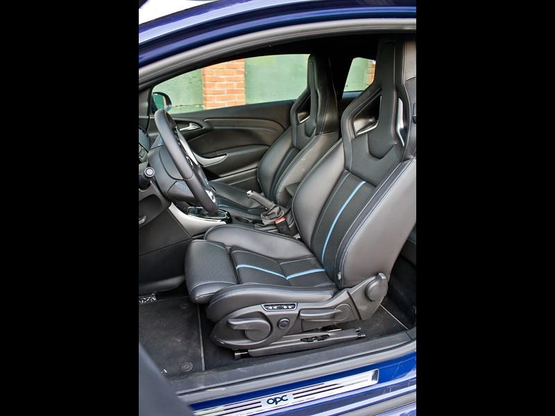 Opel Astra OPC 2013 передние кресла