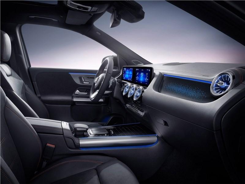 Mercedes-Benz EQA (2022) передние кресла
