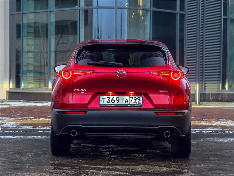 Mazda CX-30 (2020) вид сзади