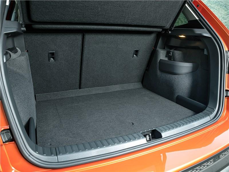 Volkswagen Taos (2022) багажное отделение