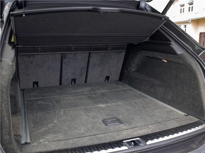 Bentley Bentayga (2021) багажное отделение