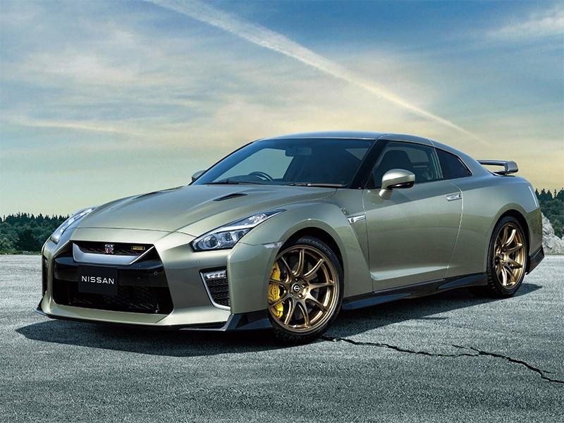 Nissan показал обновленный GT-R