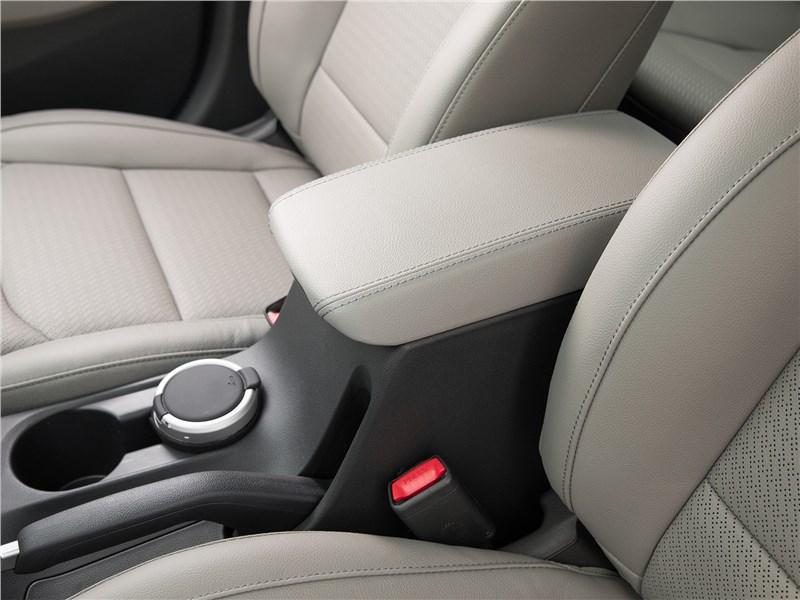 Hyundai Elantra 2019 подлокотник