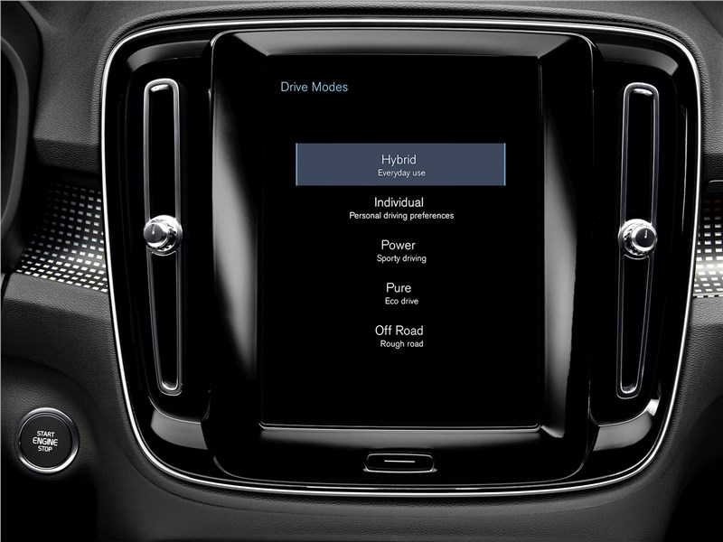 Volvo XC40 2018 монитор