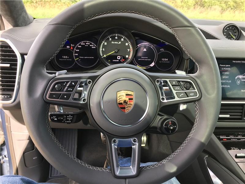 Porsche Cayenne Turbo S E-Hybrid Coupe 2020 руль