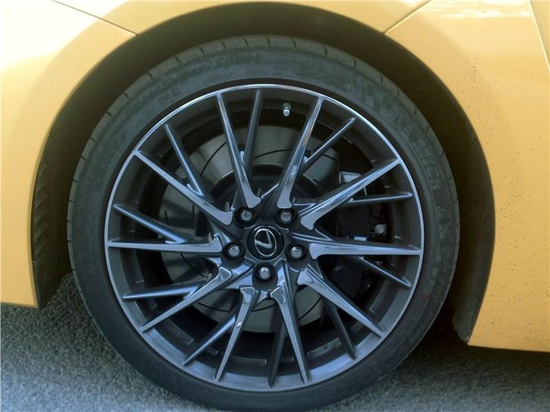 Lexus RC F 2015 колесо