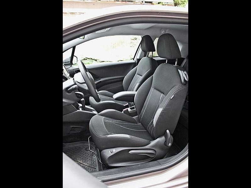 Peugeot 208 2013 передние кресла