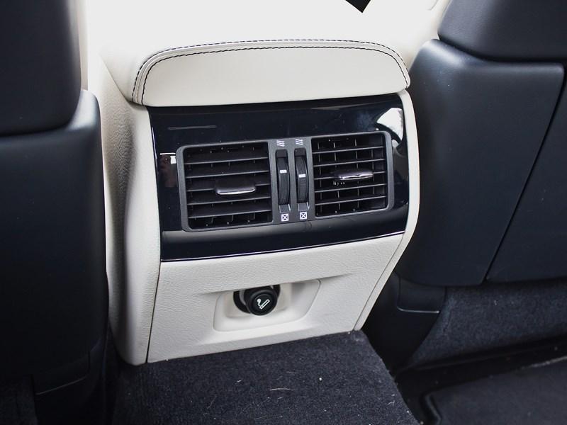 Lexus LS 600h F Sport 2012 печка для второго ряда