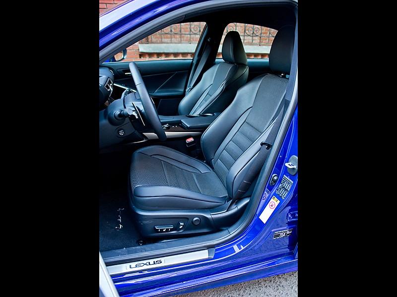 Lexus IS FS 2013 передние кресла
