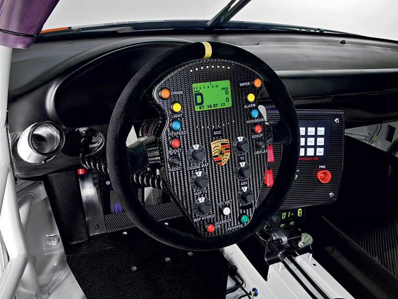 Porsche 911 GT3 R Hybrid 2.0 2013 водительское место