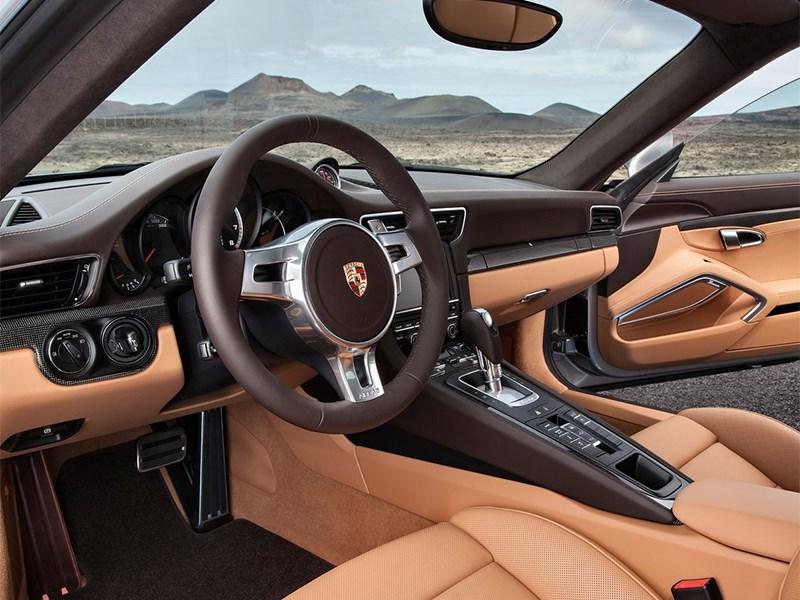 Porsche 911 Turbo S 2013 водительское место