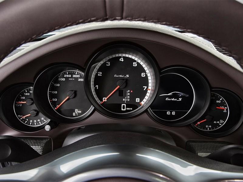 Porsche 911 Turbo S 2013 приборная панель