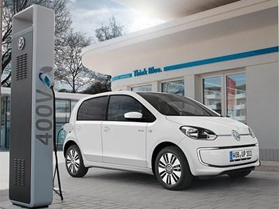 Владельцам электрокаров Volkswagen e-up! для дальних путешествий будут одалживать машины с ДВС