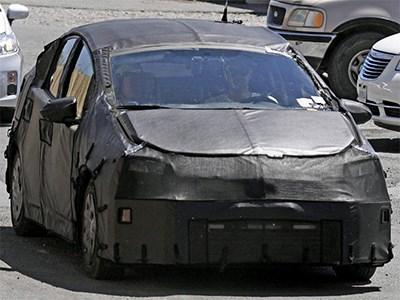 Новое поколение Toyota Prius получит аккумуляторы повышенной емкости и более эффективный ДВС
