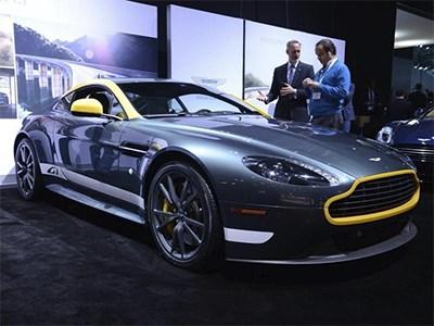 Aston Martin показал в Нью-Йорке два новых суперкара