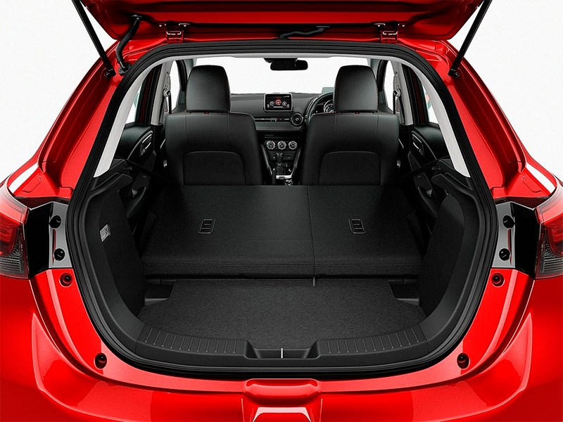 Mazda 2 2015 багажное отделение