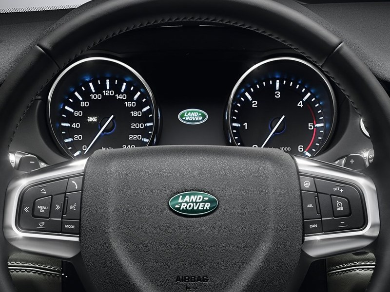 Land Rover Discovery Sport 2015 приборная панель