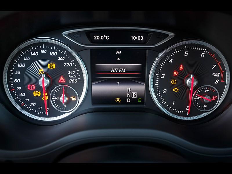 Mercedes-Benz B-Klasse 2015 приборная панель