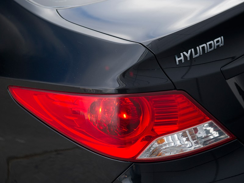 Hyundai Solaris 2012 задний фонарь