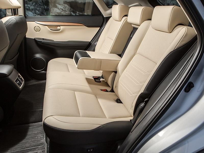 Lexus NX 300h AWD 2015 задний диван