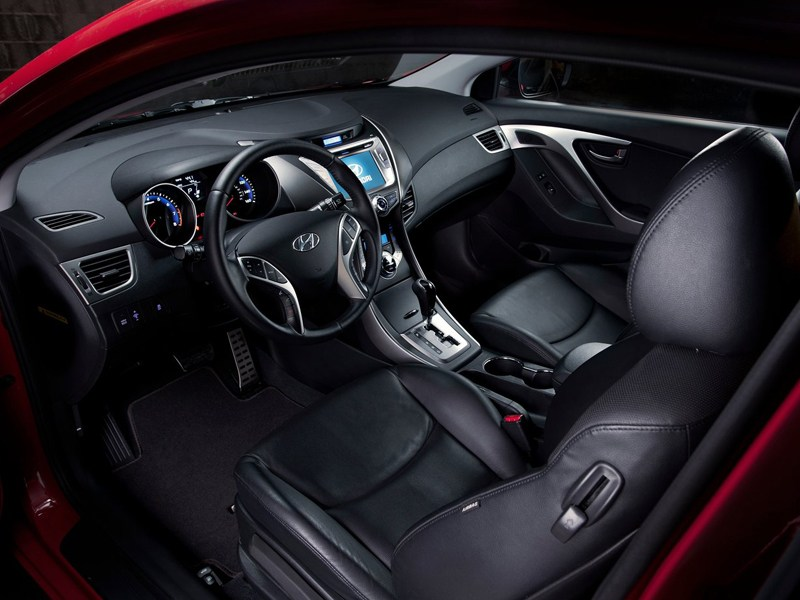 Hyundai Elantra Coupe 2013 салон