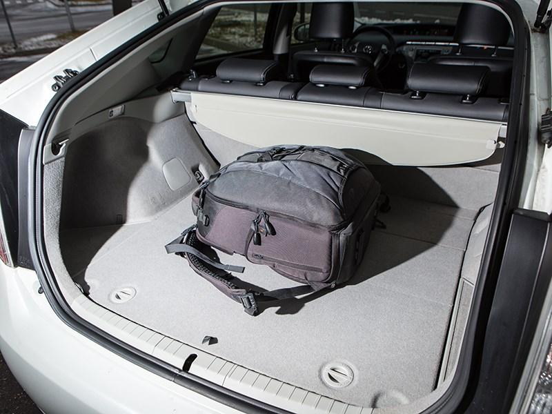 Toyota Prius 2015 багажное отделение