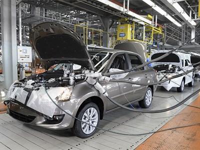 Выпуск легковых автомобилей в России упал на 18,8%