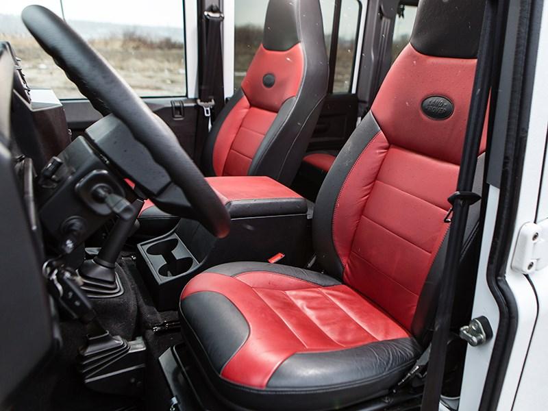 Land Rover Defender 110 2012 передние кресла