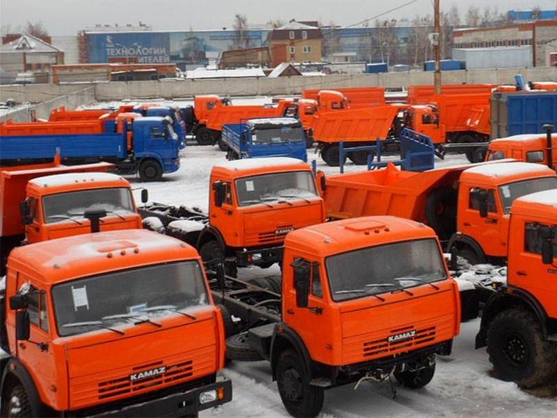 Российский рынок грузовых автомобилей продолжает падать