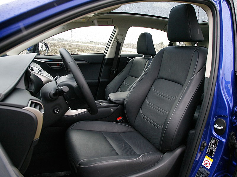 Lexus NX 2014 передние кресла