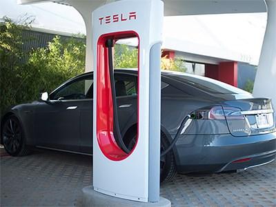 Среди владельцев Tesla Model S услуга быстрой замены батарей не пользуется популярностью