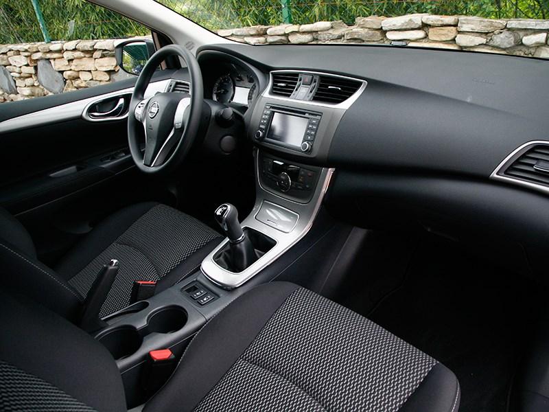 Nissan Tiida 2015 передние кресла